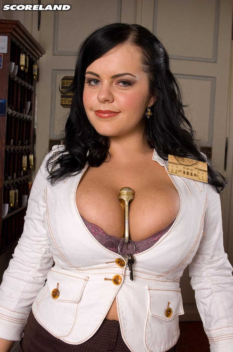 secretary loves to pose nude - bigboobsbeauties